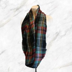 4/$30 🌺 Black, Red, Green Plaid Infinity Scarf